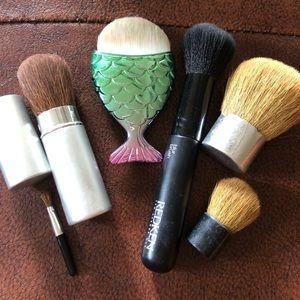 Lot/Bundle of Makeup Brushes!